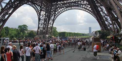 Colas de acceso a la Torre Eiffel